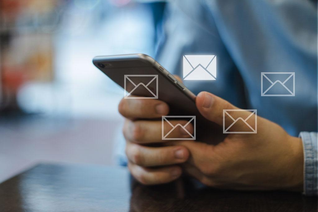 商家通过微信、短信、电话、后台等方式,接收订单